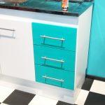 mueble con cajones pintado con pintura removible de color verde agua