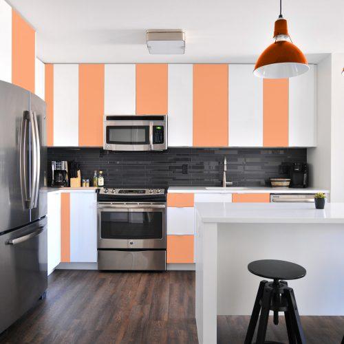 mueble de cocina pintado con pintura removible de color naranja