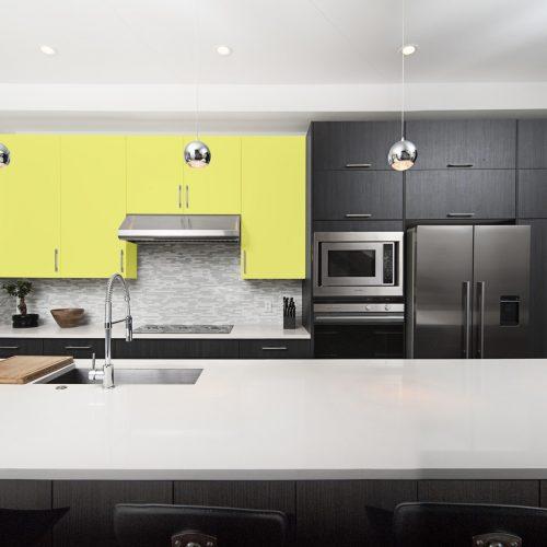 mueble pintado con pintura removible de color amarillo