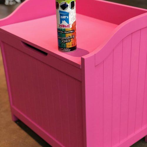 mueble rosa con aerosol pintura removible